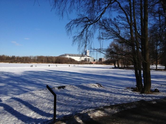 Vy över Råstasjön med Friends arena